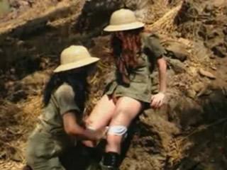 ���考古女同在非洲野��